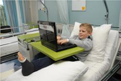 Internet en laptop aan bed